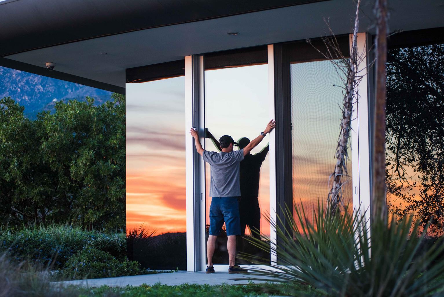 dom, sklenené dvere