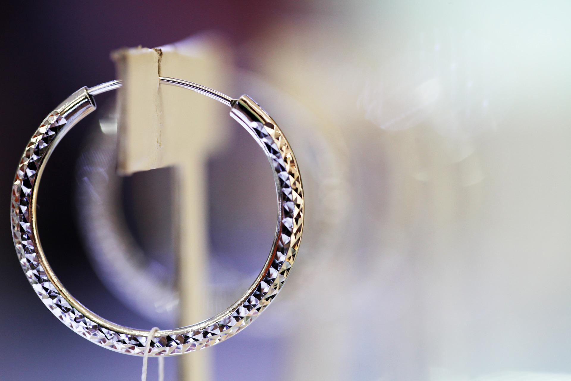 earrings-2518506_1920