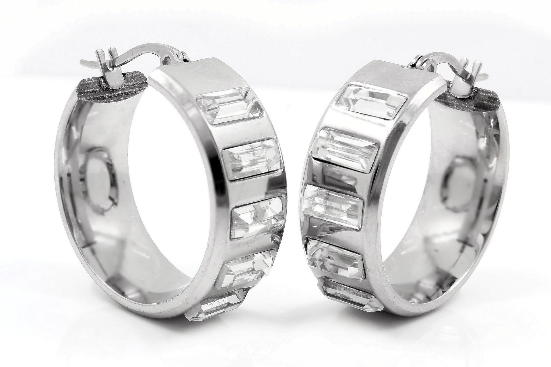 earrings-734677_1920