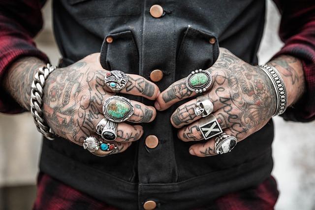tetování a prsteny